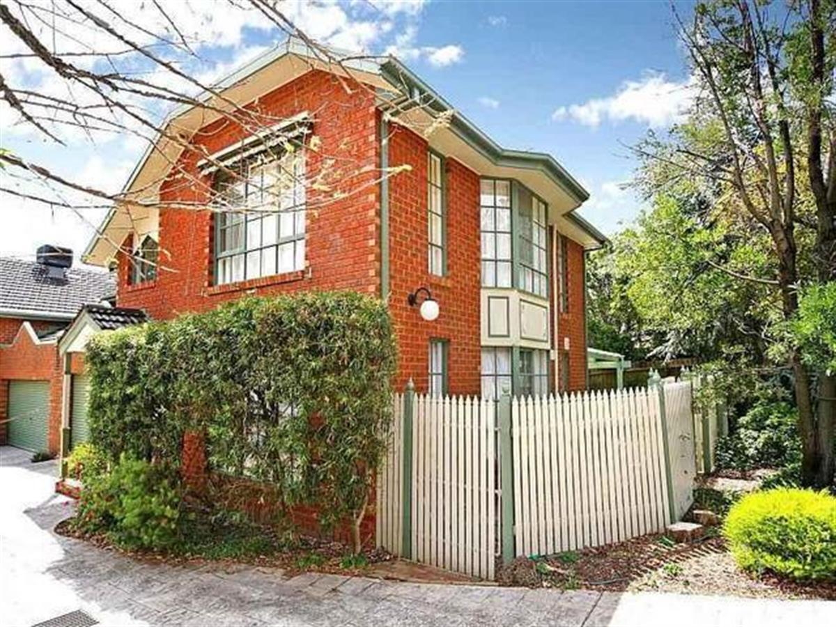 18-renown-street-burwood-3125-vic