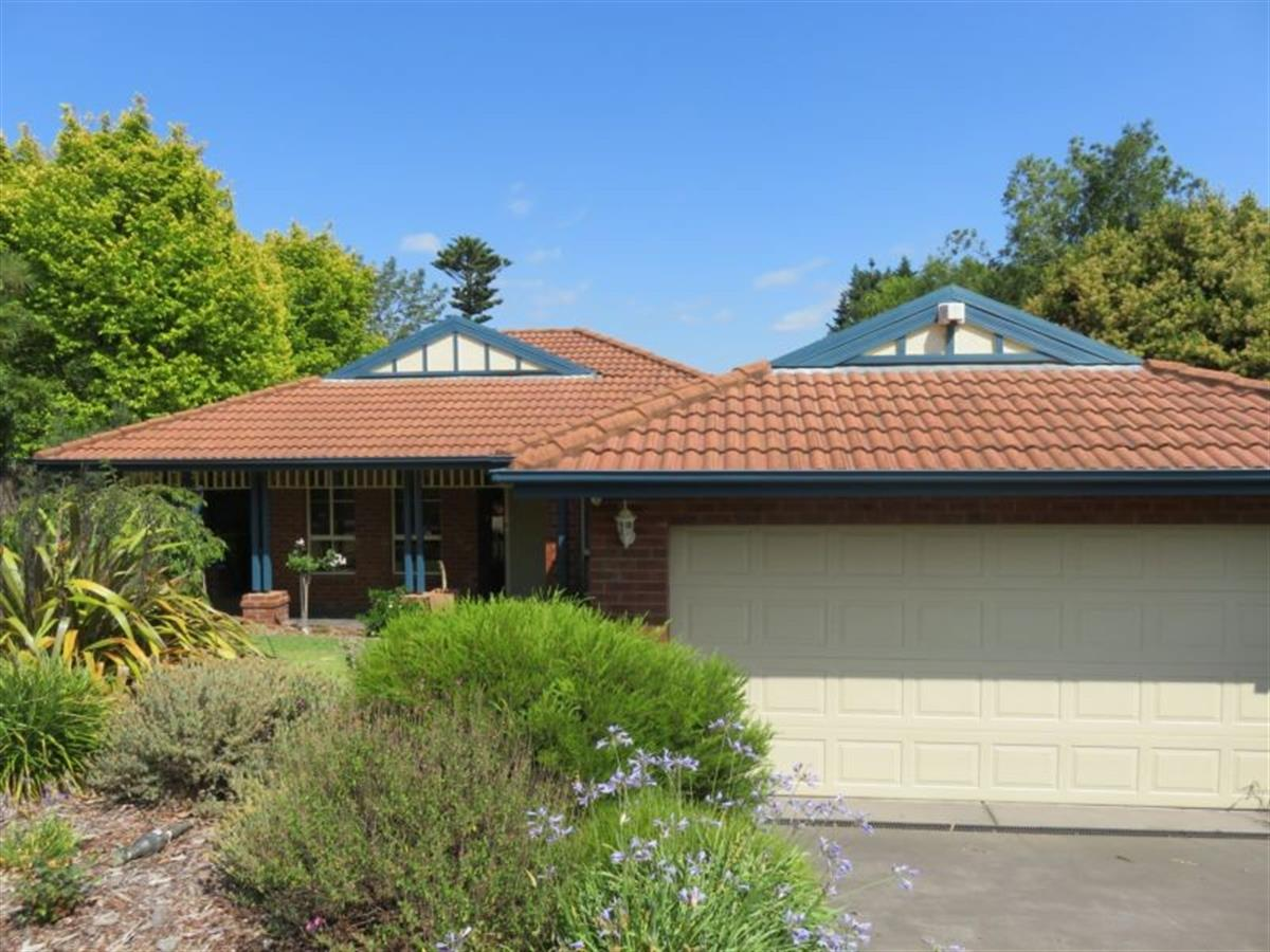 111-major-crescent-lysterfield-3156-vic