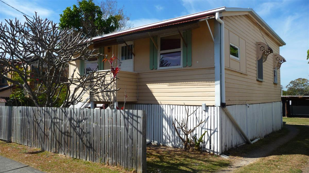 12-johnston-street-southport-4215
