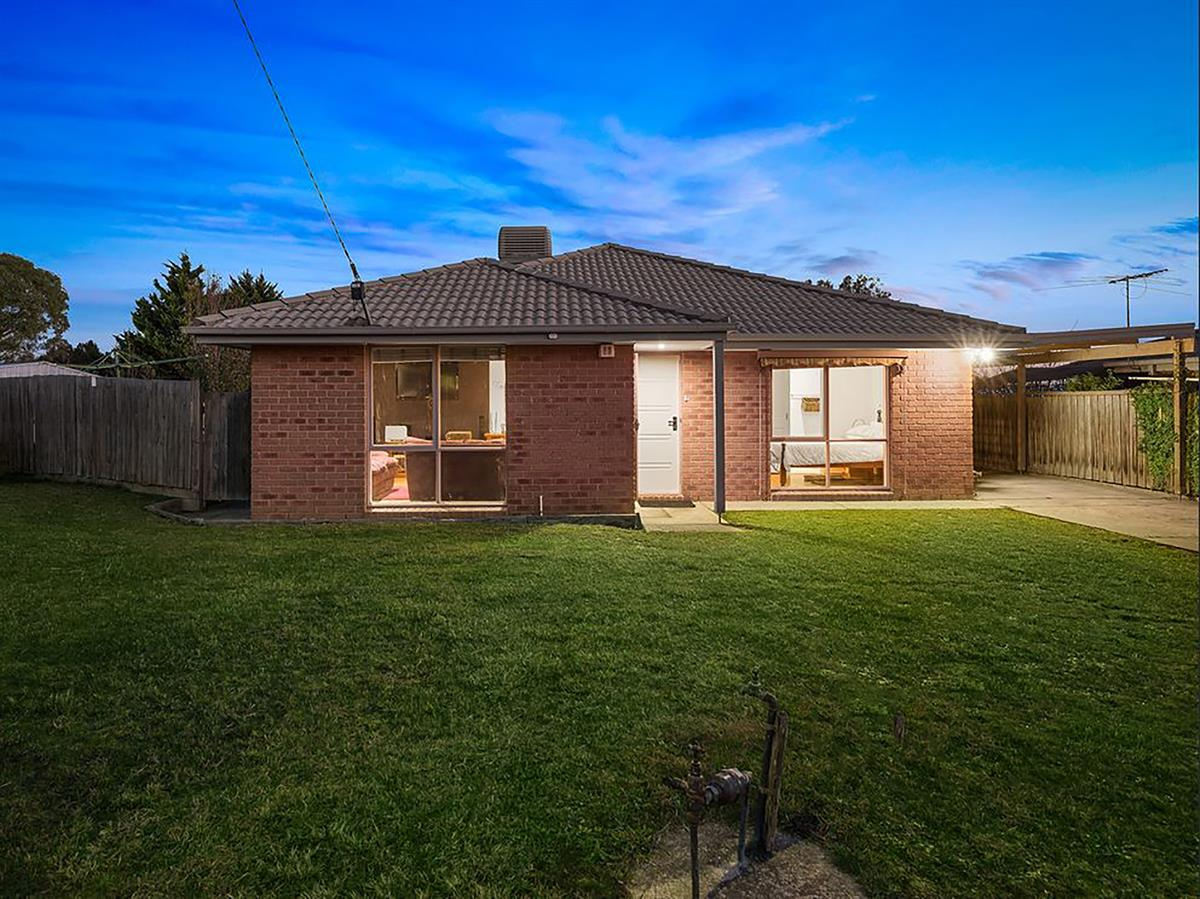 2-meredith-crescent-hampton-park-3976-vic
