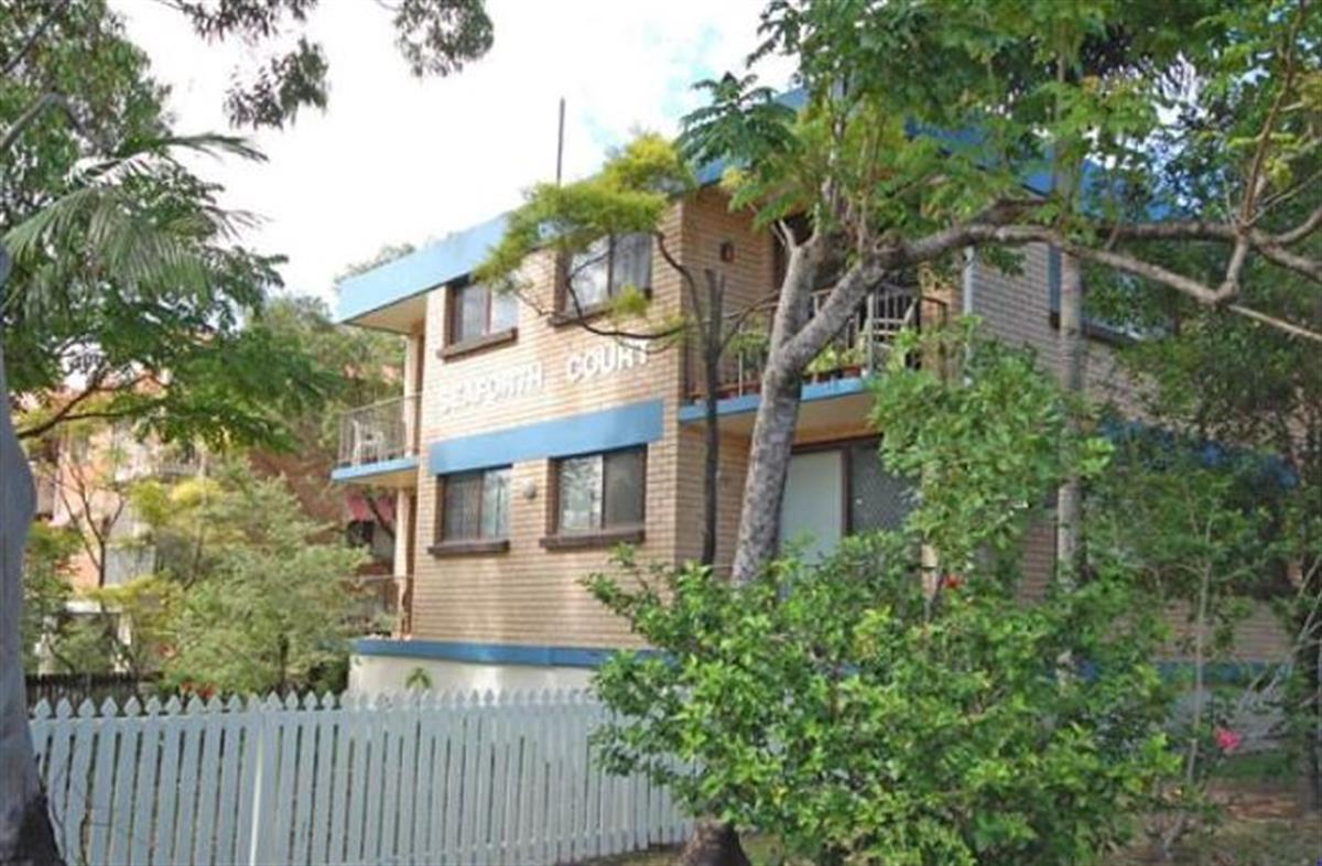 816-andrews-street-southport-4215