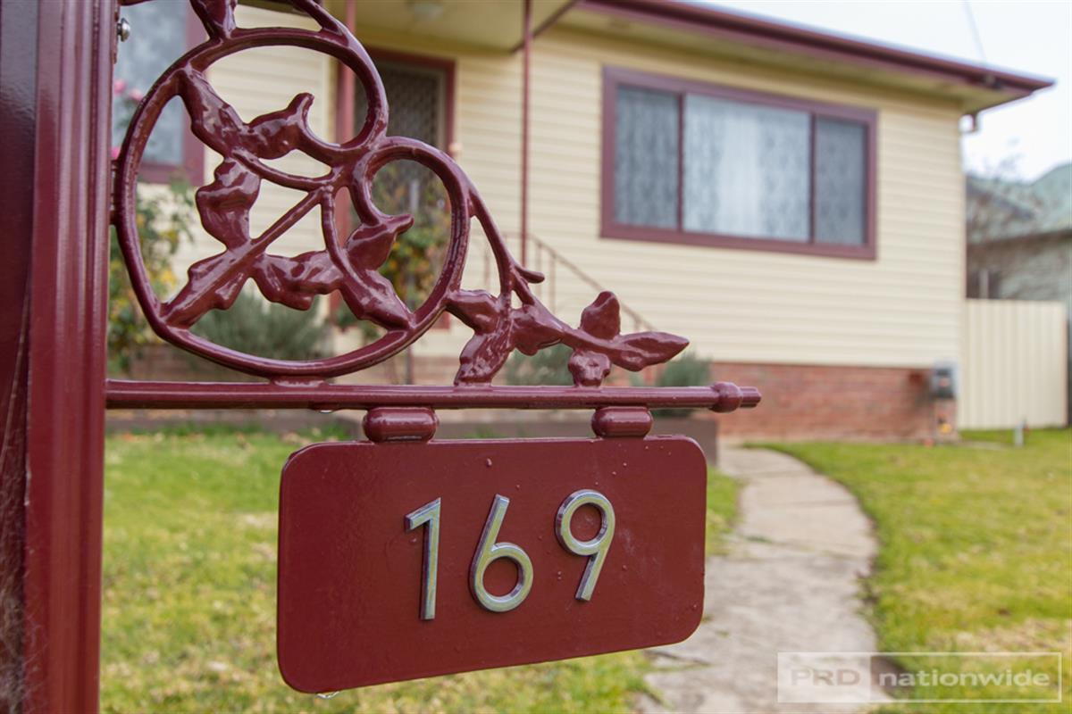 169-simpson-street-tumut-2720