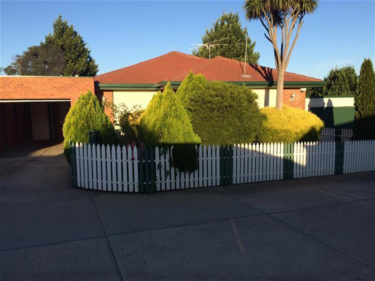 4-eucalyptus-place-meadow-heights-3048-vic