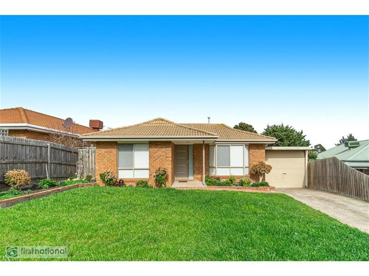 11-peppermint-grove-meadow-heights-3048-vic